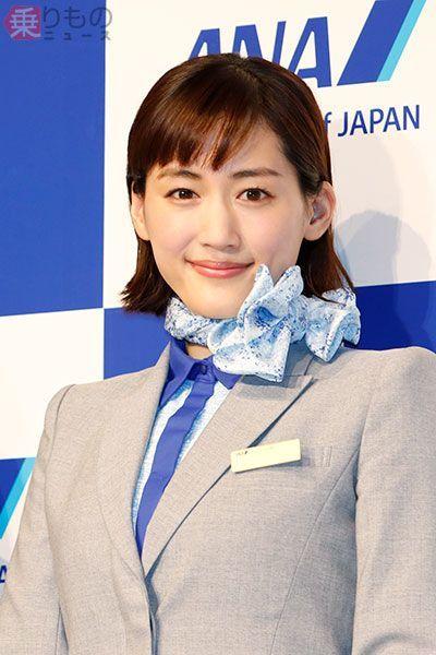 ANAのCAさんの青色のスカーフ