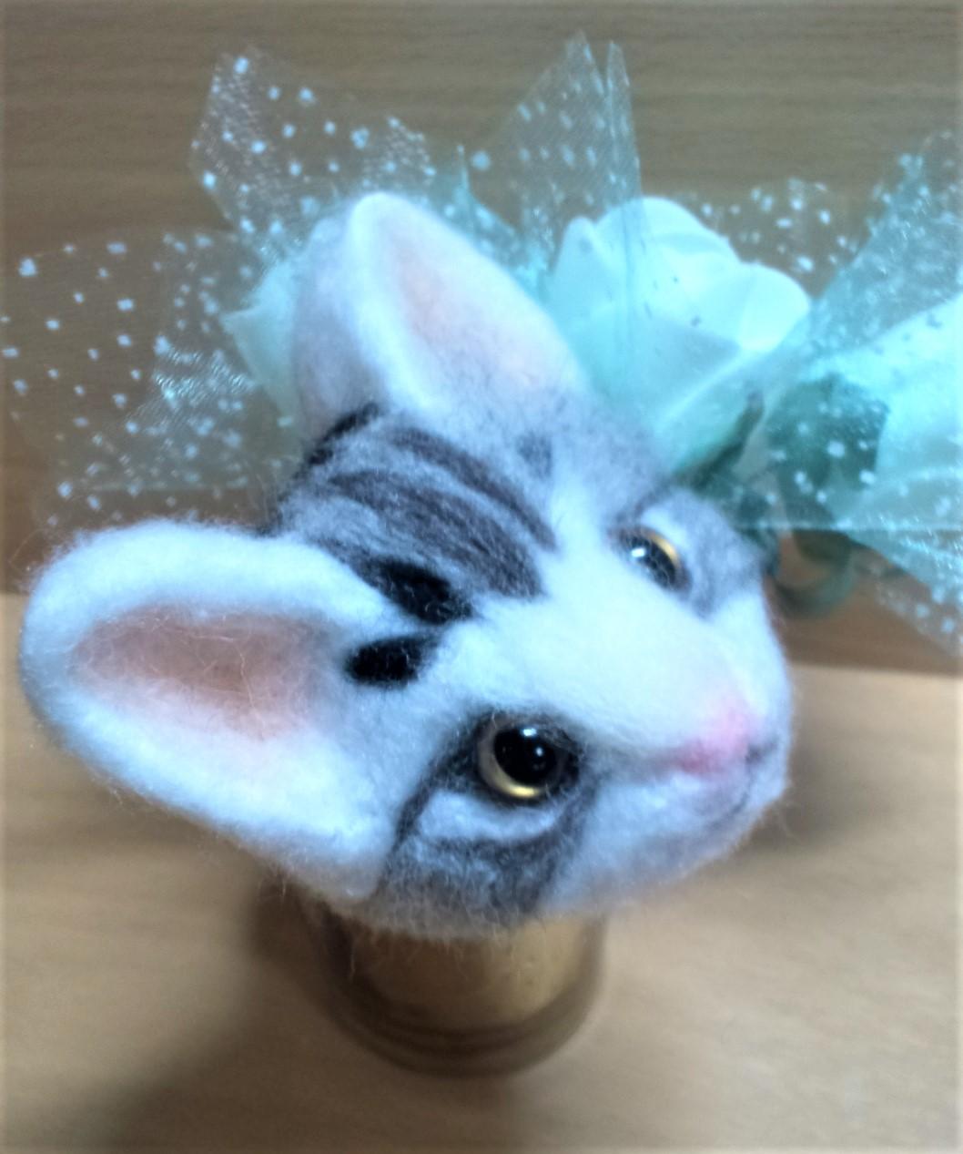 羊毛フェルトネコちゃん-頭の模様右側