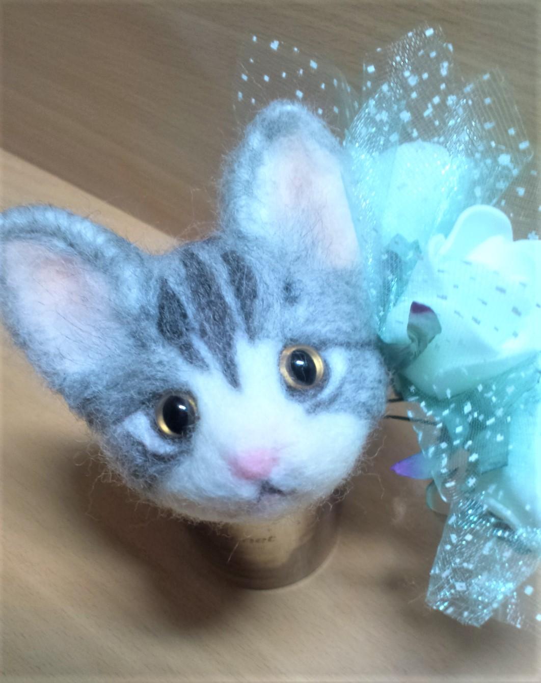 羊毛フェルトネコちゃん-耳の植毛正面