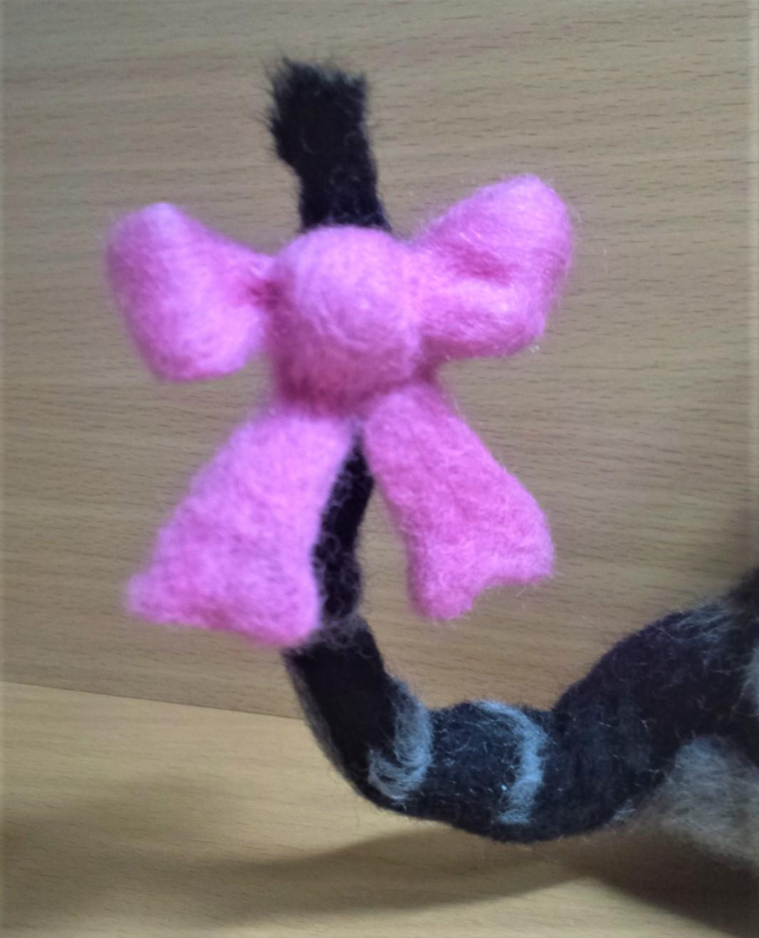 羊毛フェルト ネコちゃんの可愛い尻尾