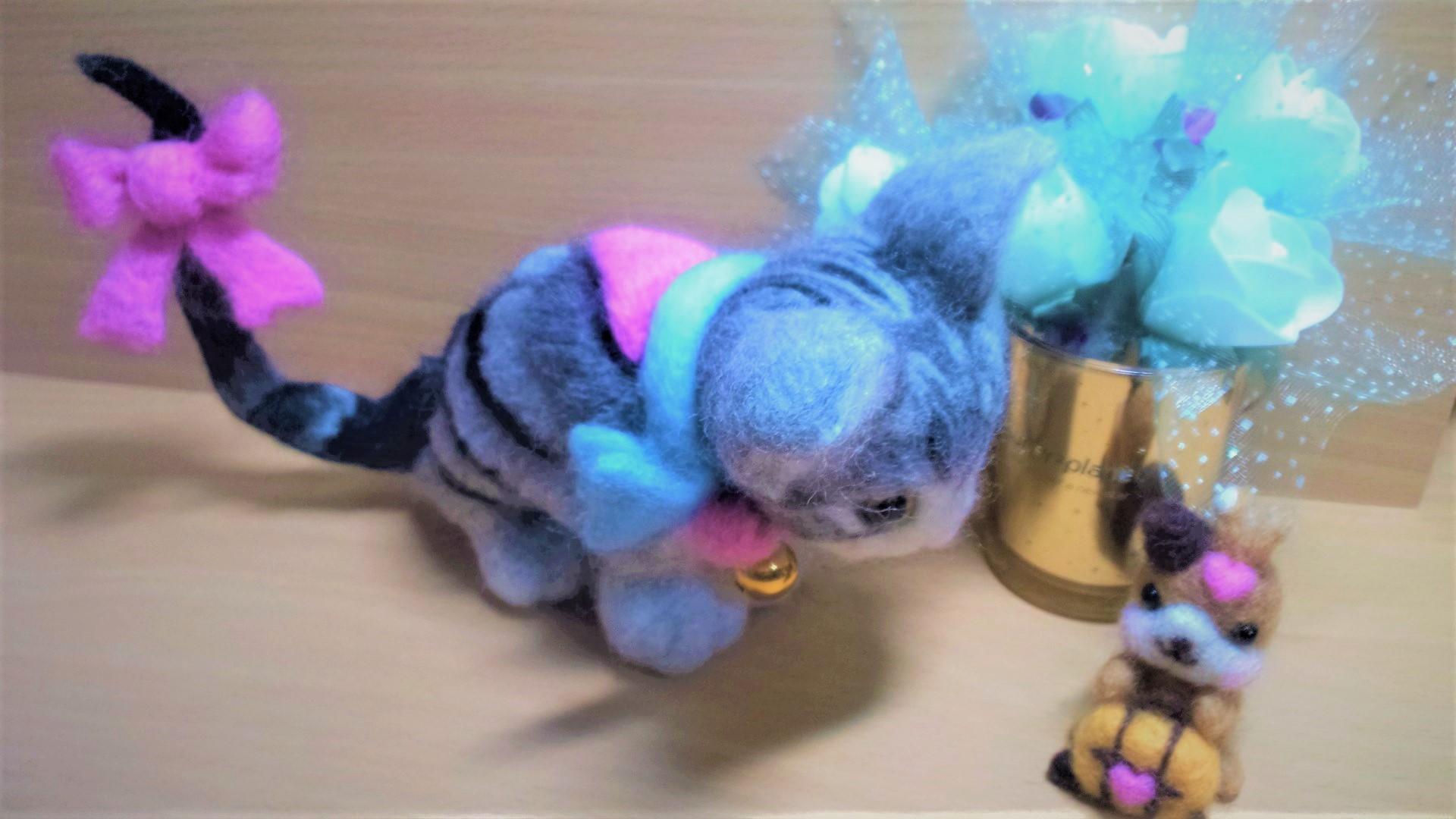 羊毛フェルト ネコちゃんの可愛い尻尾リボン