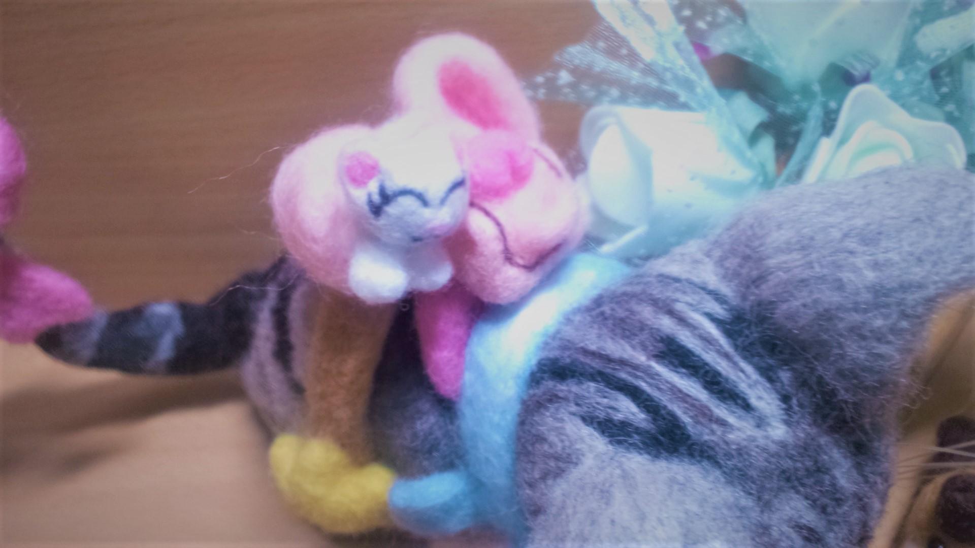 羊毛フェルト ネコちゃん用のリュックサック 白猫