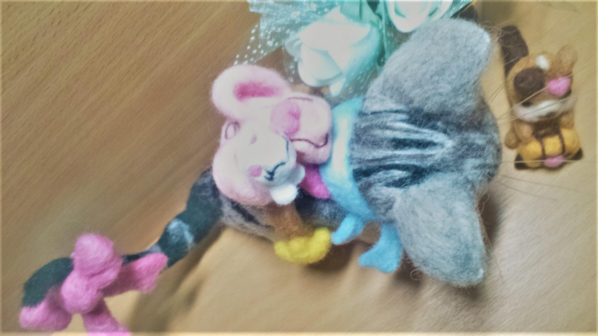 羊毛フェルト ネコちゃん用のリュックサック 白猫上部