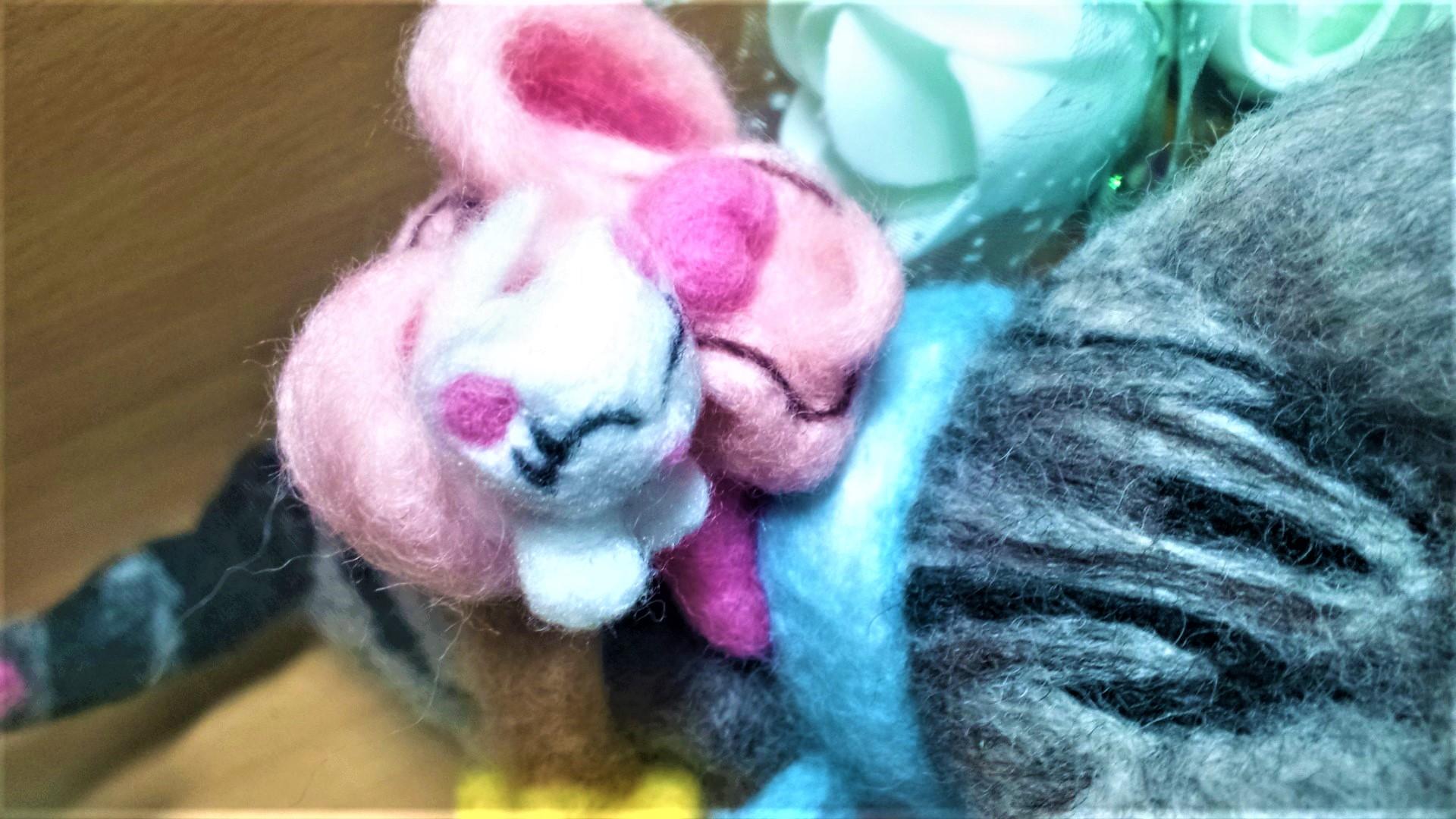 羊毛フェルト ネコちゃん用のリュックサック 白猫アップ